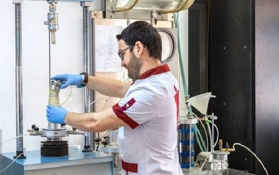 استخدام تکنسین آزمایشگاه خاک و بتن